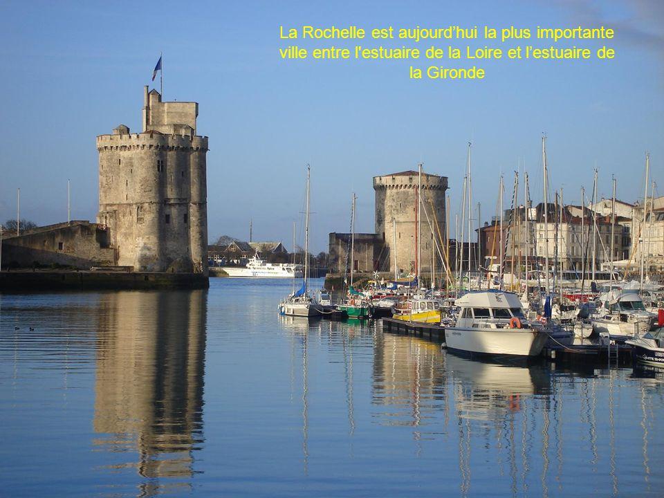 La Rochelle est aujourdhui la plus importante ville entre l estuaire de la Loire et lestuaire de la Gironde