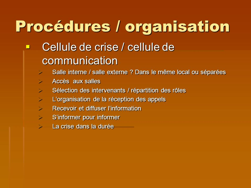 Procédures / organisation Cellule de crise / cellule de communication Cellule de crise / cellule de communication Salle interne / salle externe .