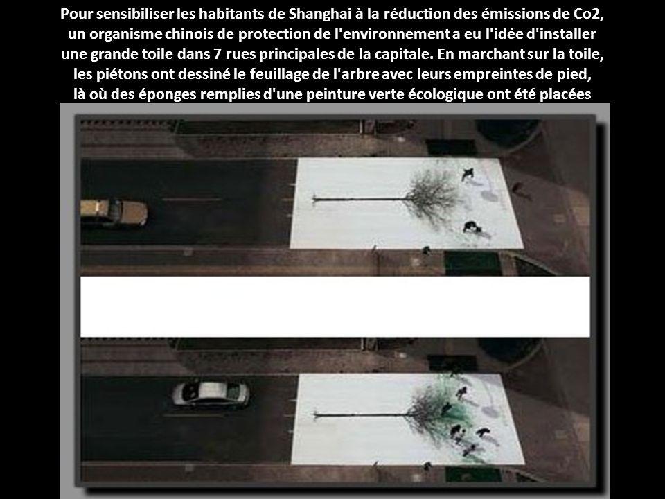 Pour encourager les piétons à emprunter les passages cloutés, une compagnie d'assurance péruvienne a imaginé une campagne publicitaire qui montre diff