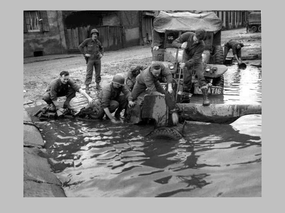 Nord de Colmar à Ribeauville les soldats américains soccupent Des cadavres de soldats allemands 1945