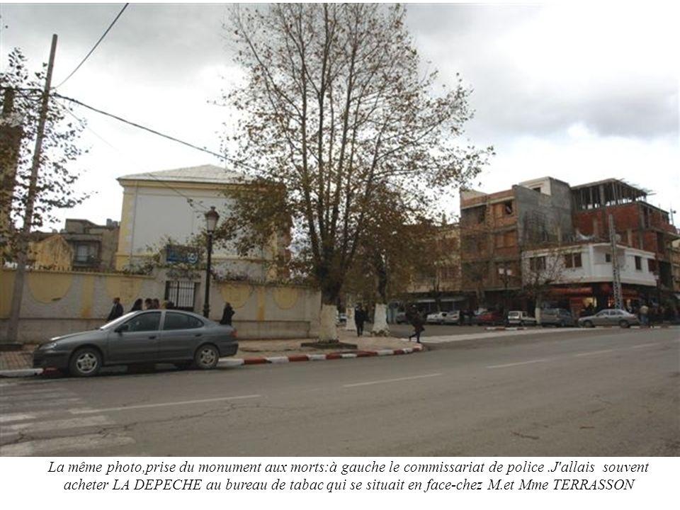 La même photo,prise du monument aux morts:à gauche le commissariat de police.J'allais souvent acheter LA DEPECHE au bureau de tabac qui se situait en