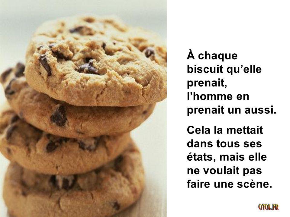 À chaque biscuit quelle prenait, lhomme en prenait un aussi.