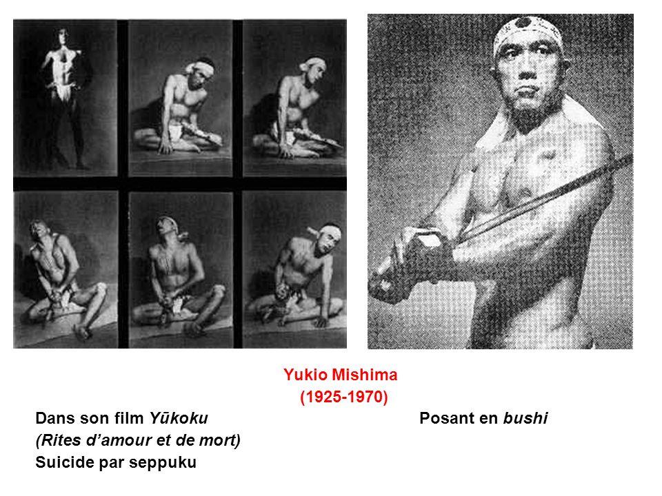 Yukio Mishima (1925-1970) Dans son film Yūkoku Posant en bushi (Rites damour et de mort) Suicide par seppuku