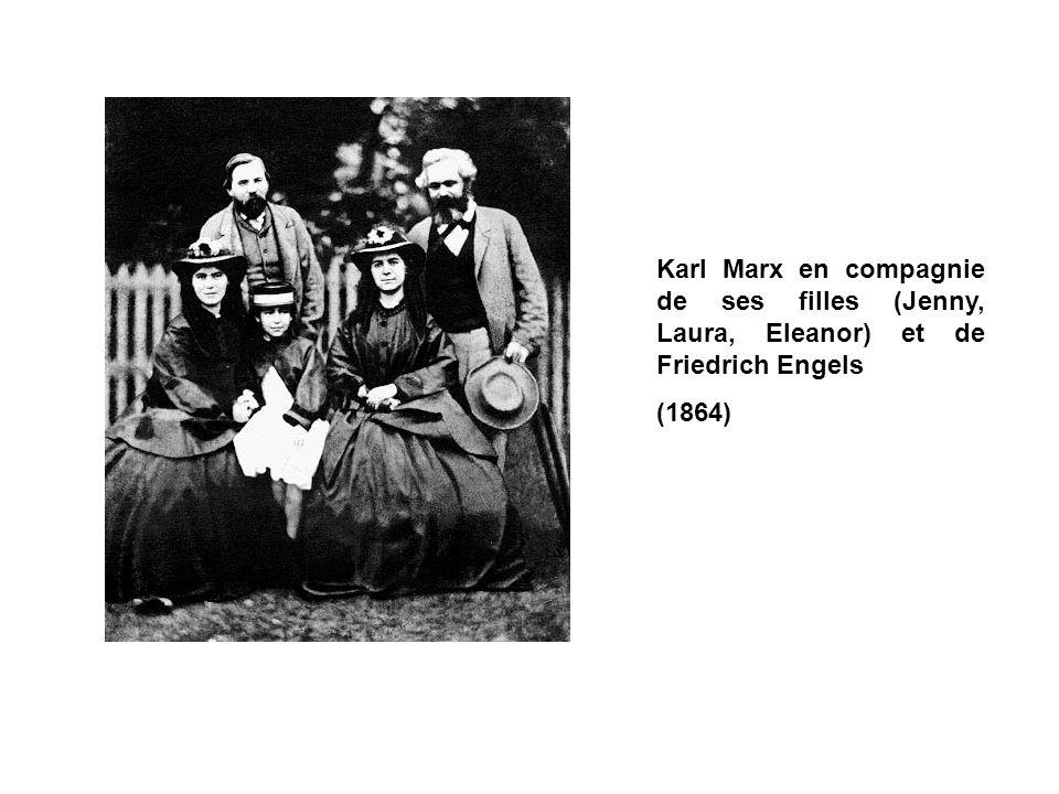 Karl Marx en compagnie de ses filles (Jenny, Laura, Eleanor) et de Friedrich Engels (1864)
