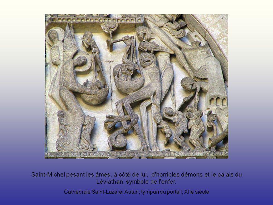 Saint-Michel pesant les âmes, à côté de lui, d'horribles démons et le palais du Léviathan, symbole de l'enfer. Cathédrale Saint-Lazare, Autun, tympan