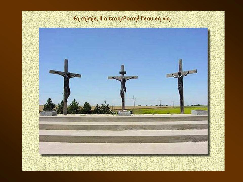 Près d'une petite ville appelée Groom au Texas, qui compte environ 500 habitants, un homme de la région, animé dune grande foi, a réalisé des sculptur