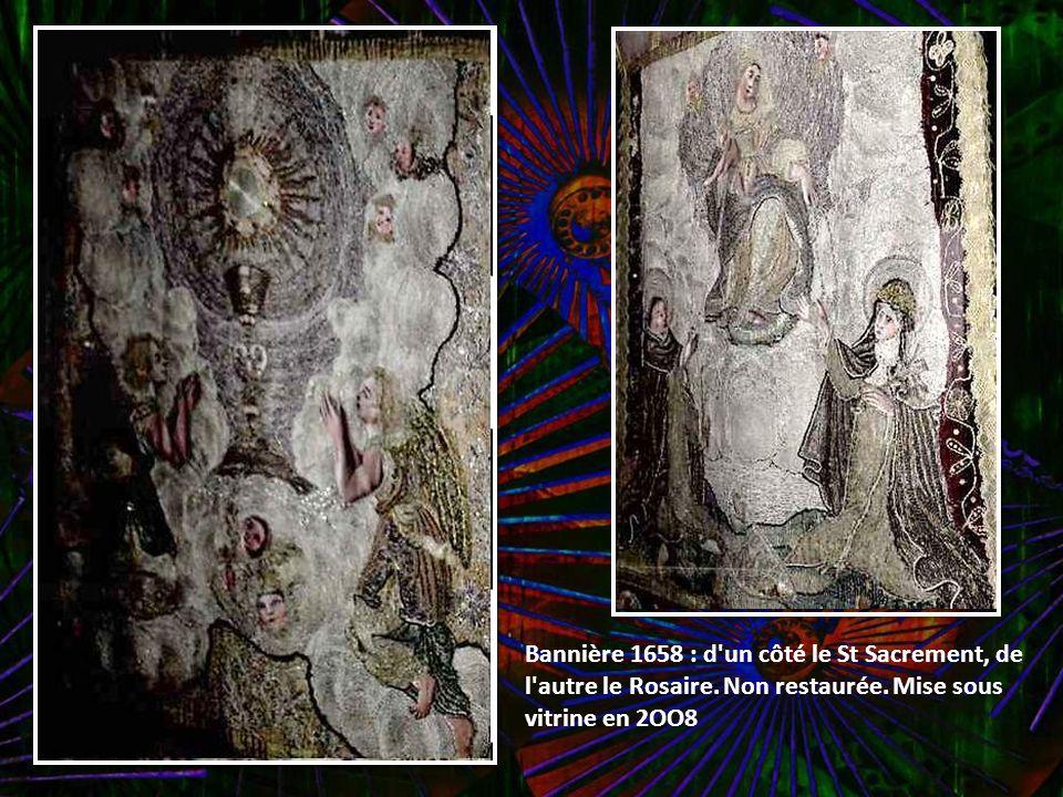 Bannière de 1658 tissée d'or d'argent et de soie D'un côté la crucifision, de l'autre St Miliau. Restaurée en 2007, Mise sous vitrine en 2008 Les bann