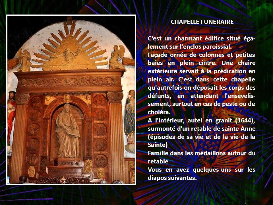Bannière 1658 : d'un côté le St Sacrement, de l'autre le Rosaire. Non restaurée. Mise sous vitrine en 2OO8