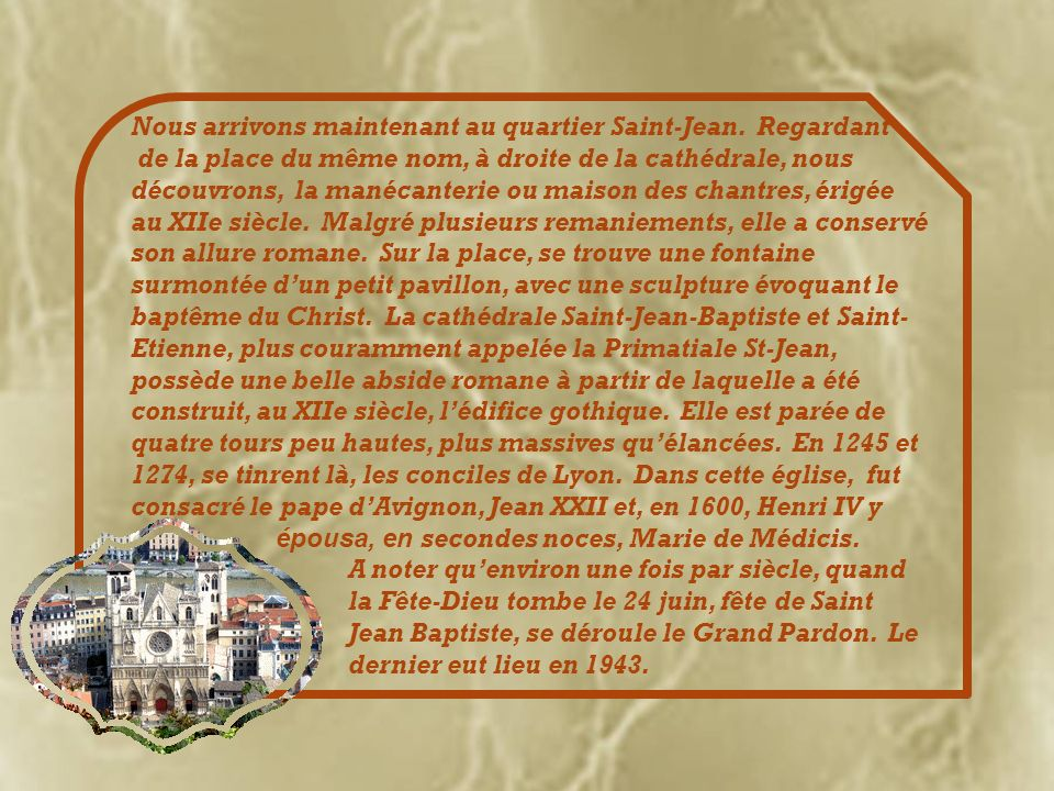 La place de la Trinité qui héberge un décor de Guignol, célèbre personnage de Lyon!