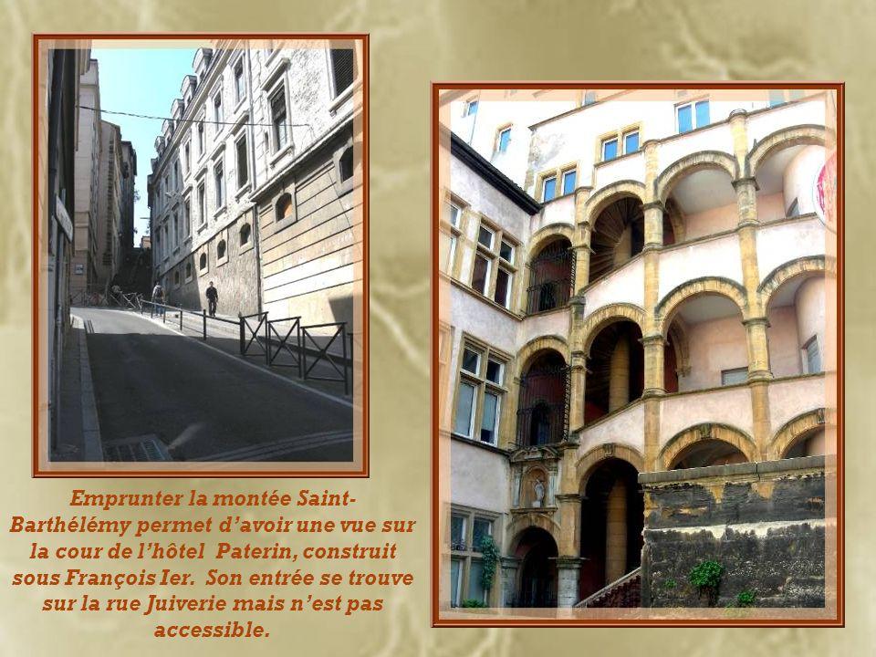 La rue Juiverie tire son nom des Juifs qui en furent expulsés au XIVe siècle. Ils furent remplacés par des banquiers italiens qui firent ériger de spl