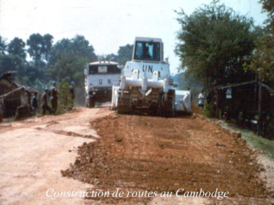 Construction de routes au Cambodge