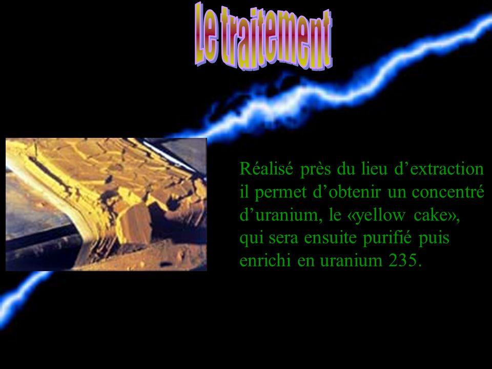 On extrait luranium dans de vastes mines à ciel ouvert ou dans des galeries souterraines.