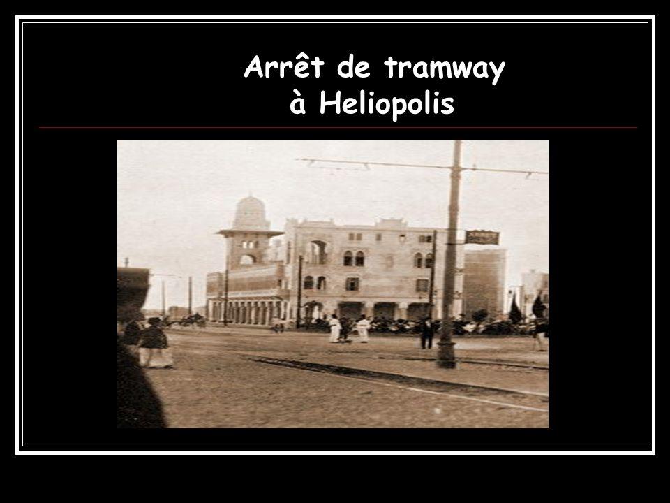 Arrêt de tramway à Heliopolis