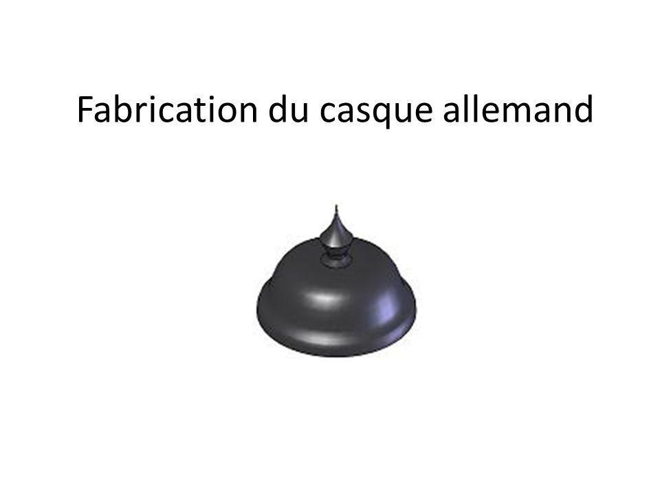 Pour la fabrication du casque allemand, le technicien dusinage utilise le logiciel EFICN pour créer un programme dusinage sur machine outil à commande numérique.