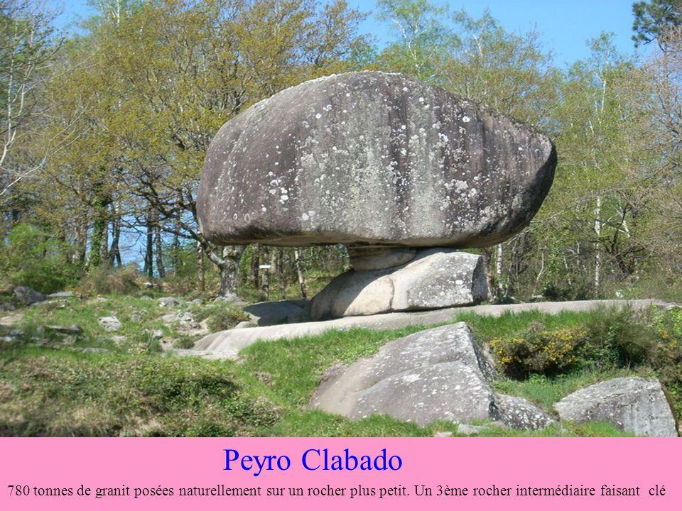 Le rocher tremblant des Sept Faux 2 rochers, dun poids total de 900 tonnes, quon peut faire bouger à laide dun bâton judicieusement placé
