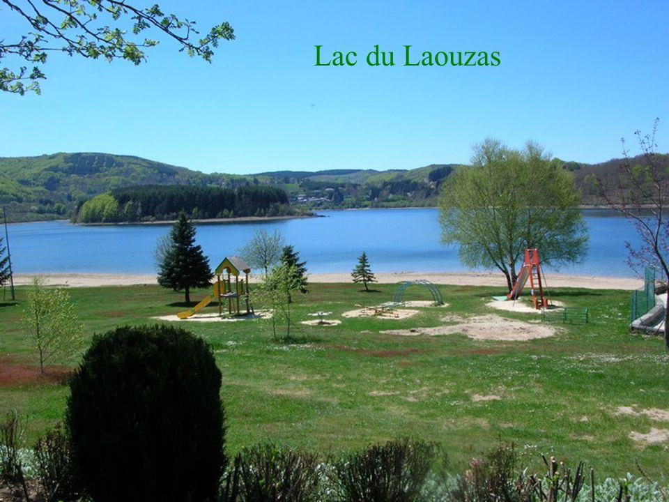 Lac de Vialavert et son menhir
