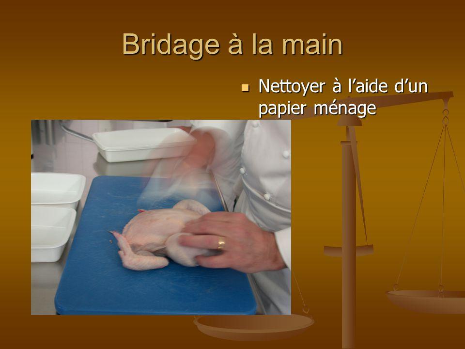 Bridage à la main Nettoyer à laide dun papier ménage