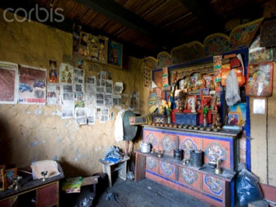 Intérieure dune maison traditionnelle rurale du Bhoutan