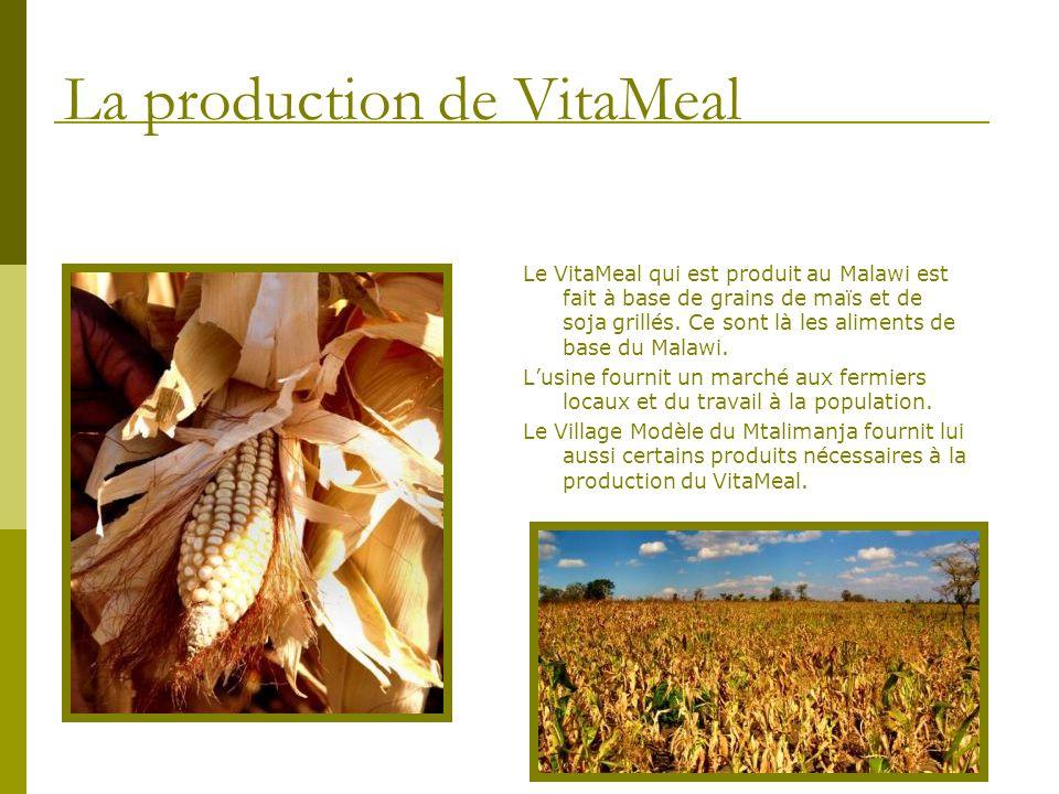 Le VitaMeal qui est produit au Malawi est fait à base de grains de maïs et de soja grillés. Ce sont là les aliments de base du Malawi. Lusine fournit