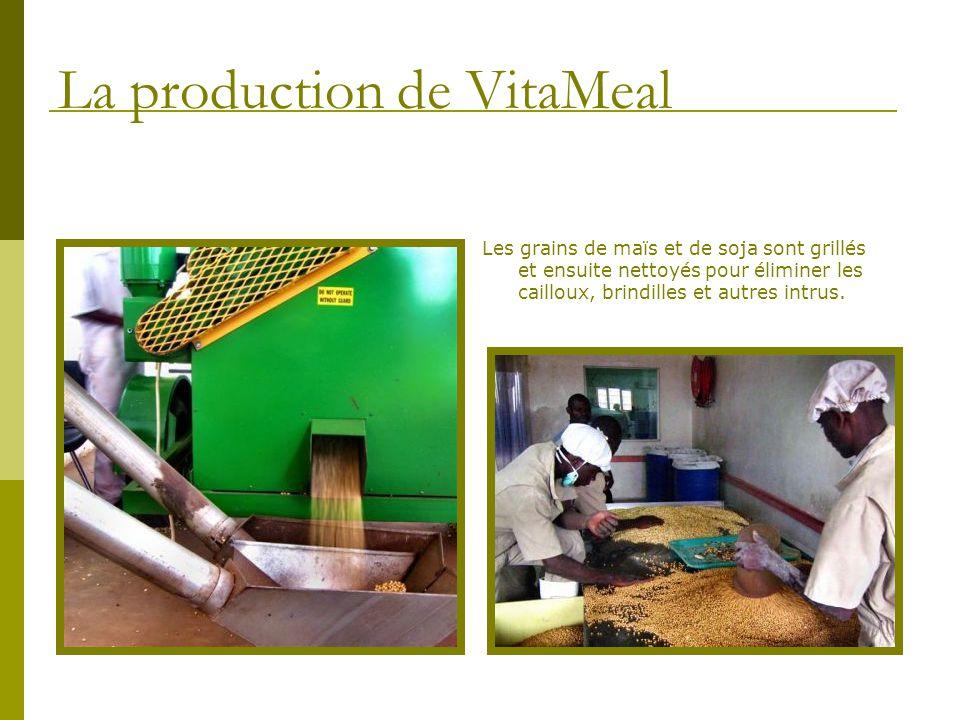 Les grains de maïs et de soja sont grillés et ensuite nettoyés pour éliminer les cailloux, brindilles et autres intrus. La production de VitaMeal