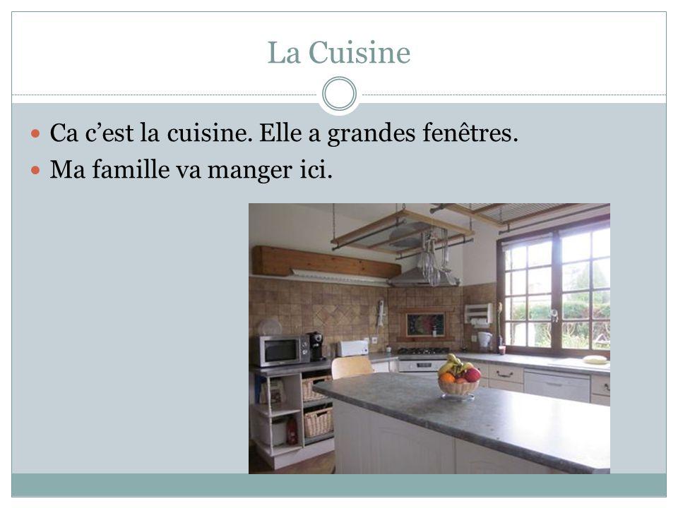 La Cuisine Ca cest la cuisine. Elle a grandes fenêtres. Ma famille va manger ici.