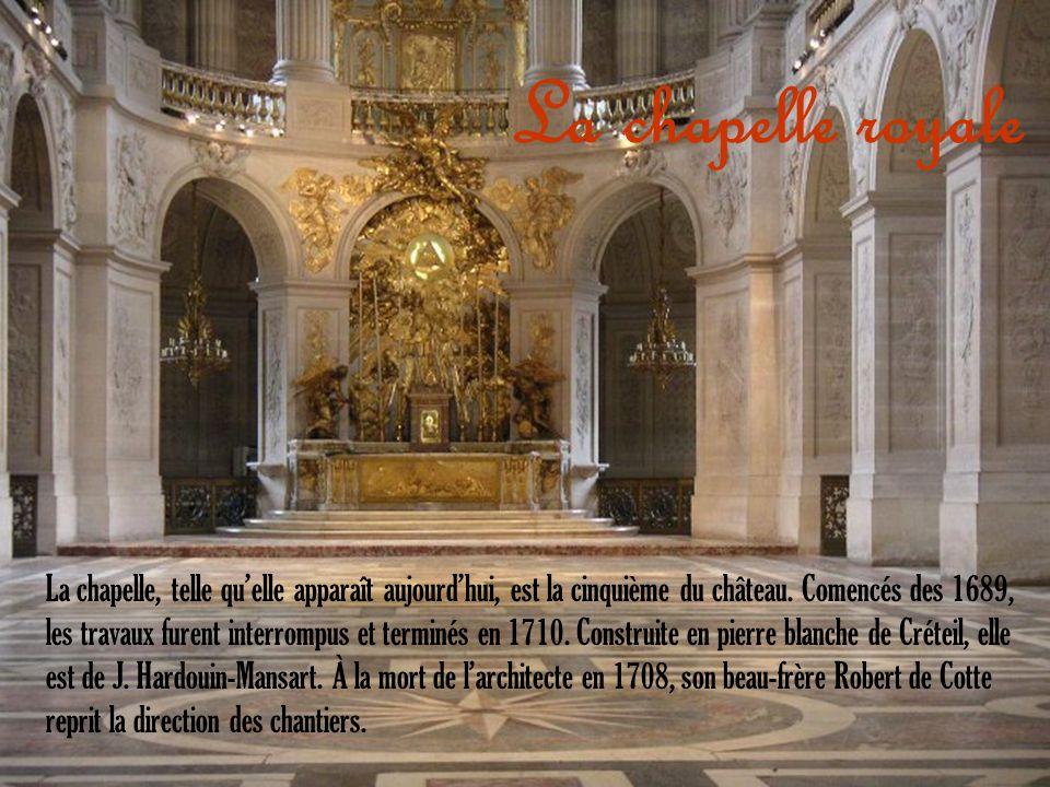 La chapelle, telle quelle apparaît aujourdhui, est la cinquième du château. Comencés des 1689, les travaux furent interrompus et terminés en 1710. Con