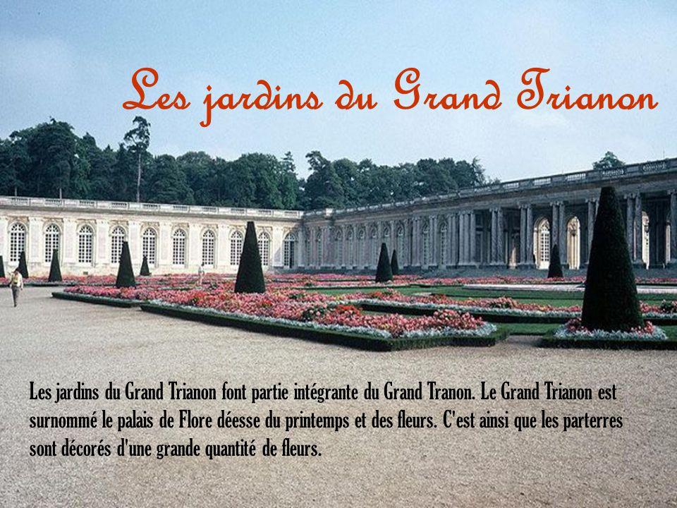 Les jardins du Grand Trianon font partie intégrante du Grand Tranon. Le Grand Trianon est surnommé le palais de Flore déesse du printemps et des fleur