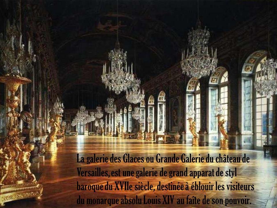 La galerie des Glaces ou Grande Galerie du château de Versailles, est une galerie de grand apparat de styl baroque du XVIIe siècle, destinée à éblouir