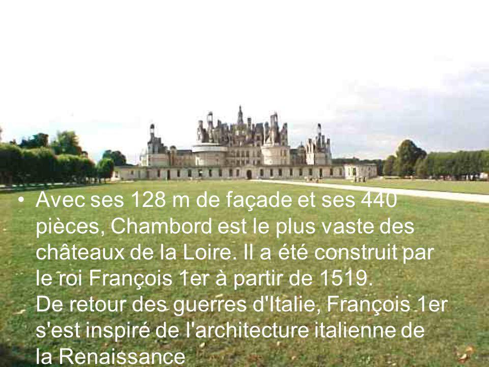 Avec ses 128 m de façade et ses 440 pièces, Chambord est le plus vaste des châteaux de la Loire. Il a été construit par le roi François 1er à partir d