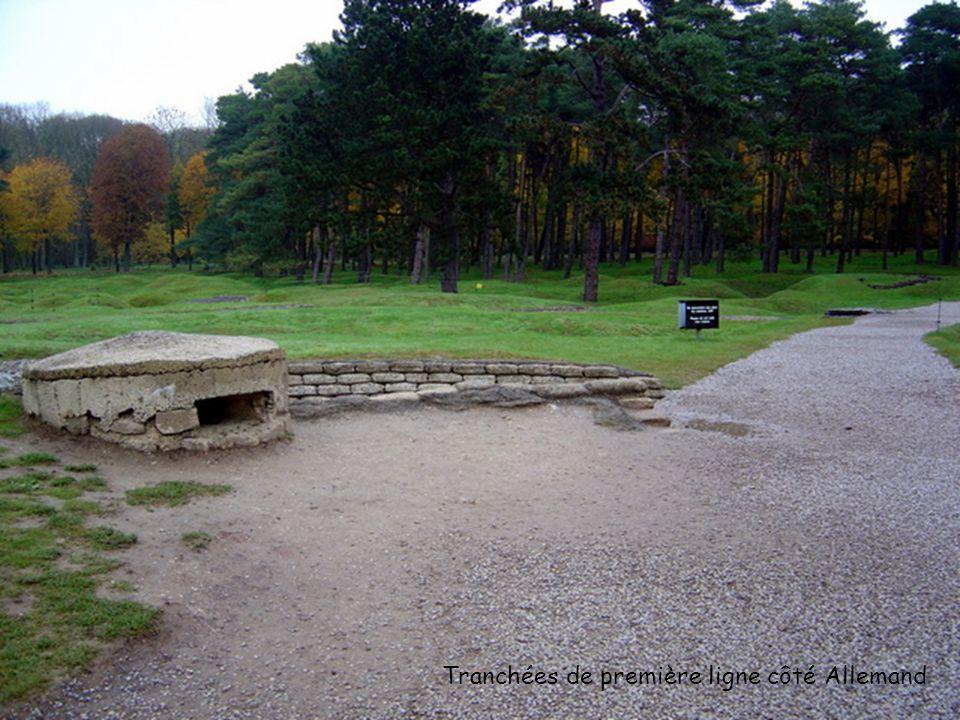 Des trous de mines séparent les tranchées Canadienne des tranchées Allemande. (environ 50 mètres entre les tranchées) Tranchées allemande