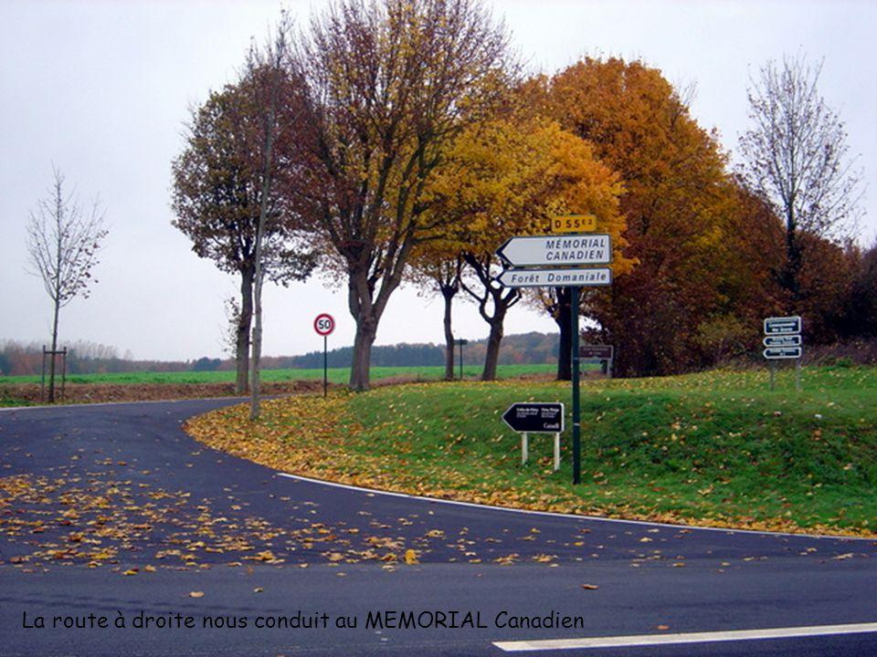 La route à droite nous conduit au MEMORIAL Canadien