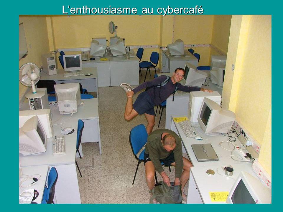 Lenthousiasme au cybercafé