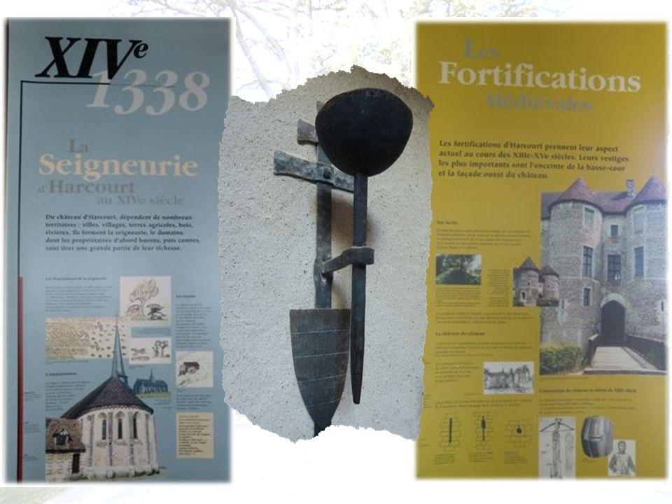 Nous commençons à visiter l intérieur du château avec ses nombreux panneaux explicatifs