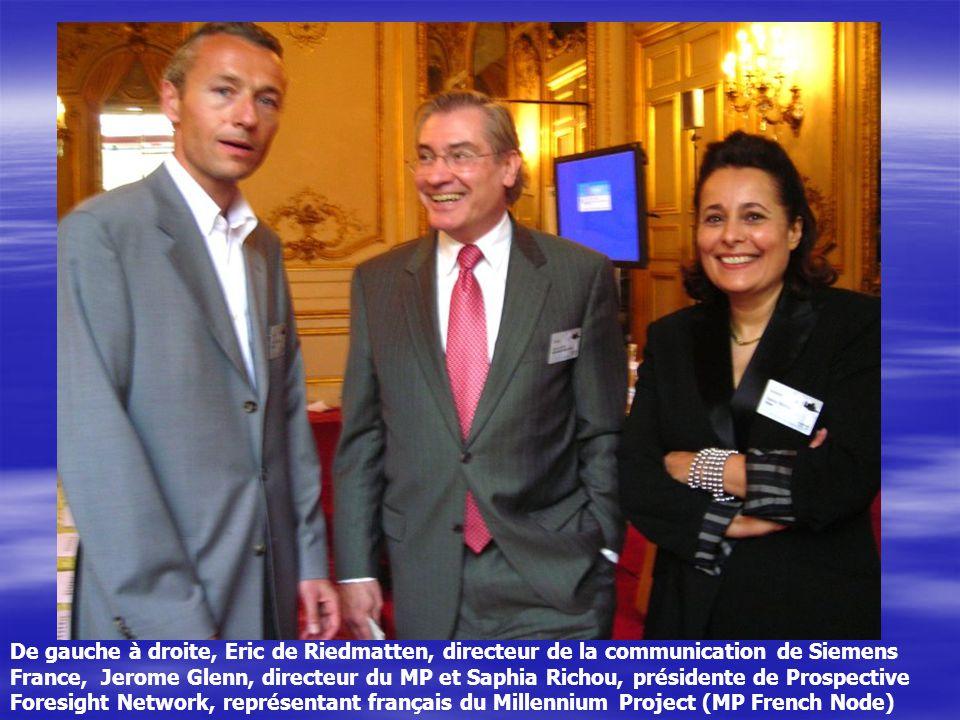 De gauche à droite, Eric de Riedmatten, directeur de la communication de Siemens France, Jerome Glenn, directeur du MP et Saphia Richou, présidente de