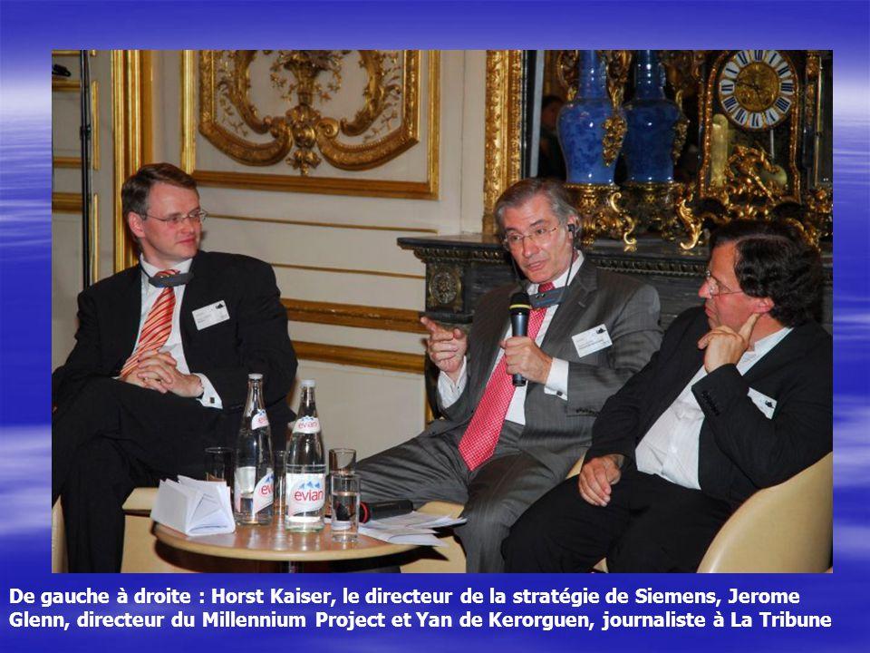 De gauche à droite : Horst Kaiser, le directeur de la stratégie de Siemens, Jerome Glenn, directeur du Millennium Project et Yan de Kerorguen, journal