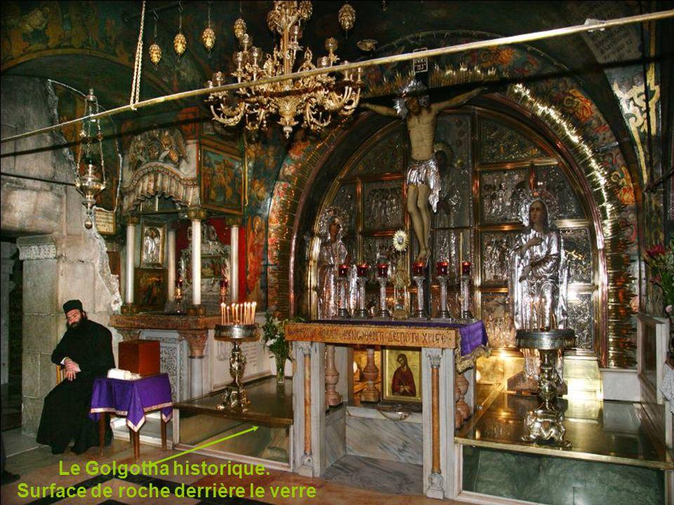 L église du saint Sépulcre et un garde éthiopien