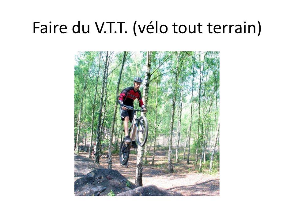 Faire du V.T.T. (vélo tout terrain)