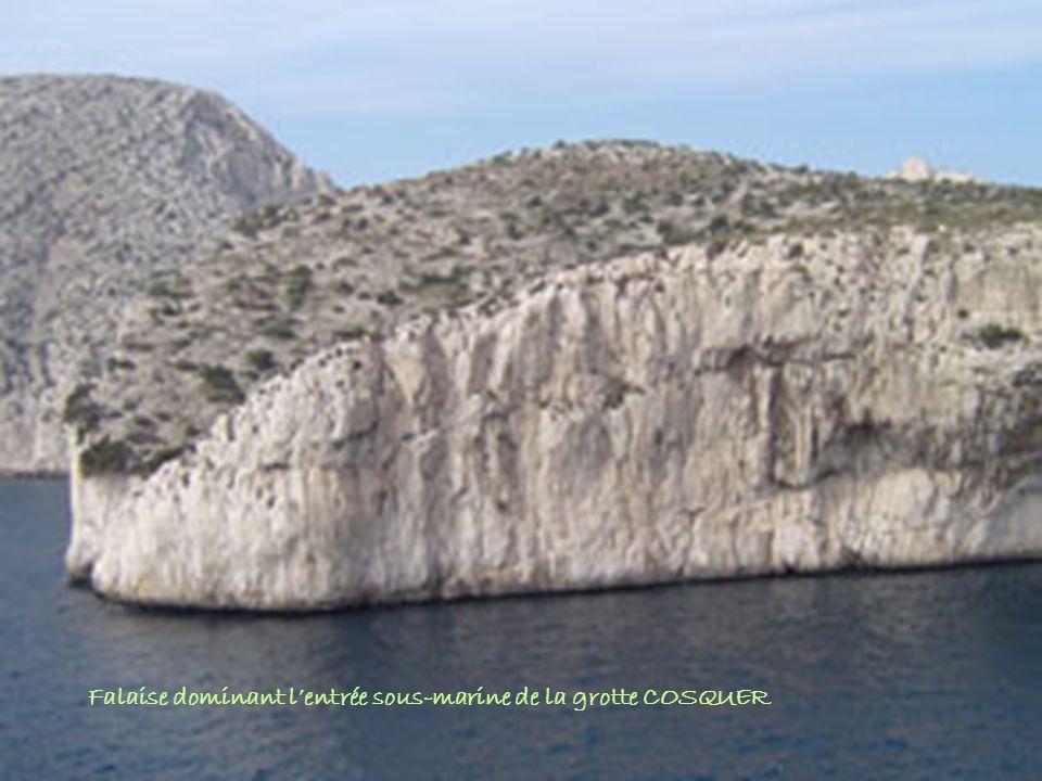 Henri Cosquer dans « sa grotte »