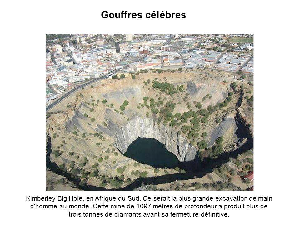 Gouffres célébres Kimberley Big Hole, en Afrique du Sud.