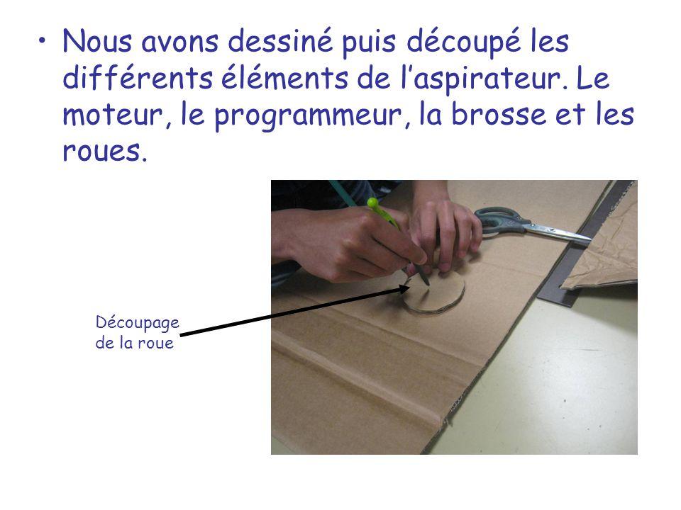 Nous avons dessiné puis découpé les différents éléments de laspirateur. Le moteur, le programmeur, la brosse et les roues. Découpage de la roue