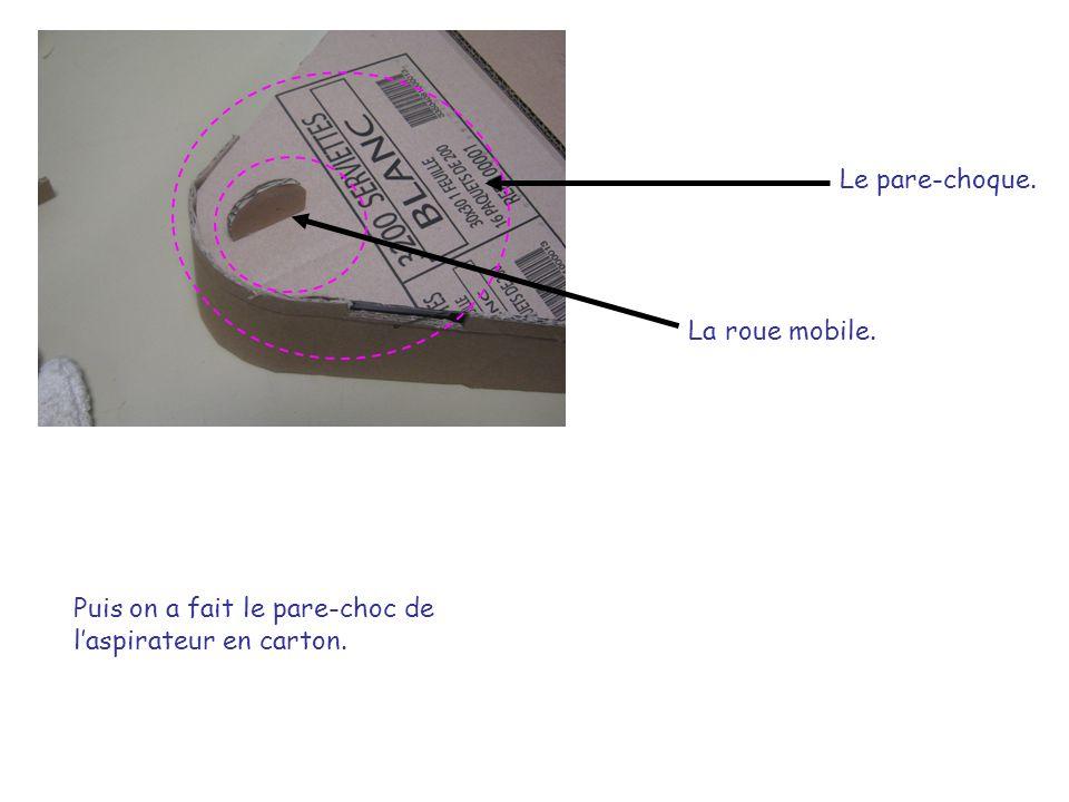Puis on a fait le pare-choc de laspirateur en carton. La roue mobile. Le pare-choque.