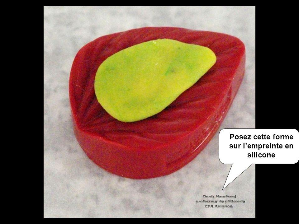 Posez cette forme sur lempreinte en silicone