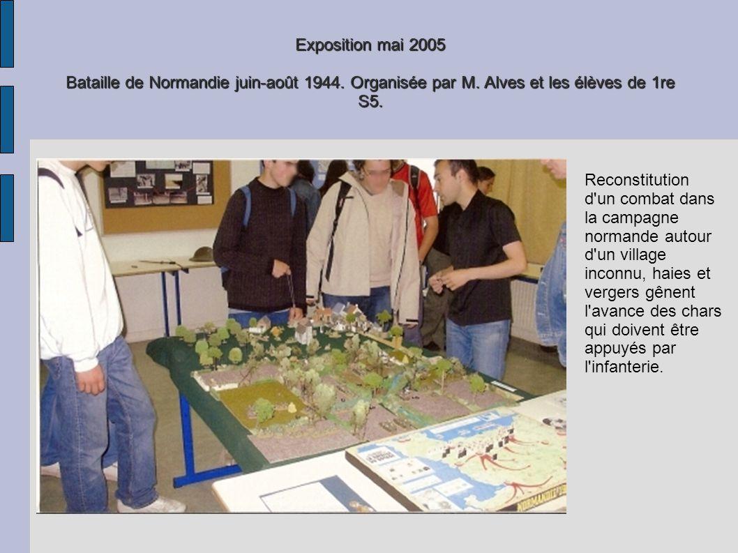 Exposition mai 2005 Bataille de Normandie juin-août 1944. Organisée par M. Alves et les élèves de 1re S5. Reconstitution d'un combat dans la campagne