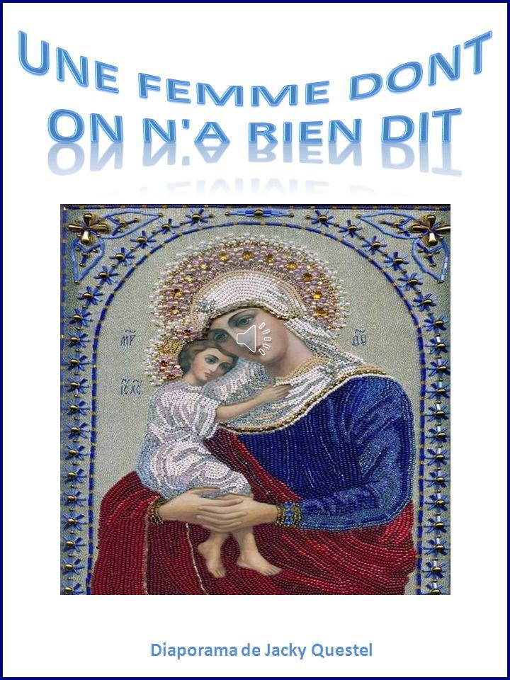 Une femme dont on n a rien dit, Si ce n est sa présence à la croix, Quand son Fils étendait ses deux bras Pour mourir entre deux bandits.