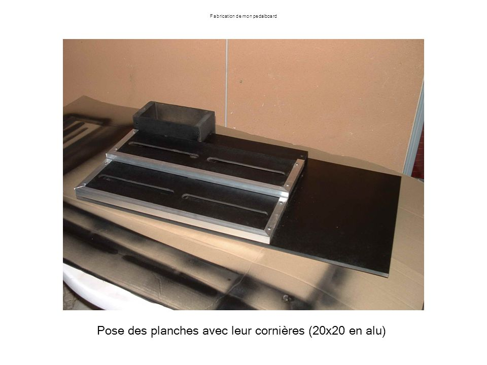 Fabrication de mon pedalboard Pose des planches avec leur cornières (20x20 en alu)
