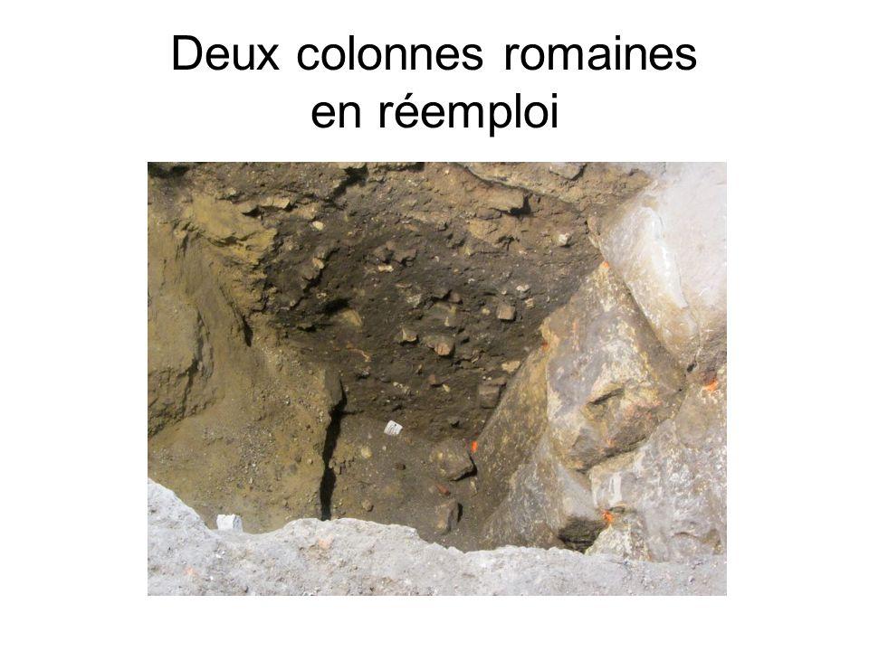 Deux colonnes romaines en réemploi