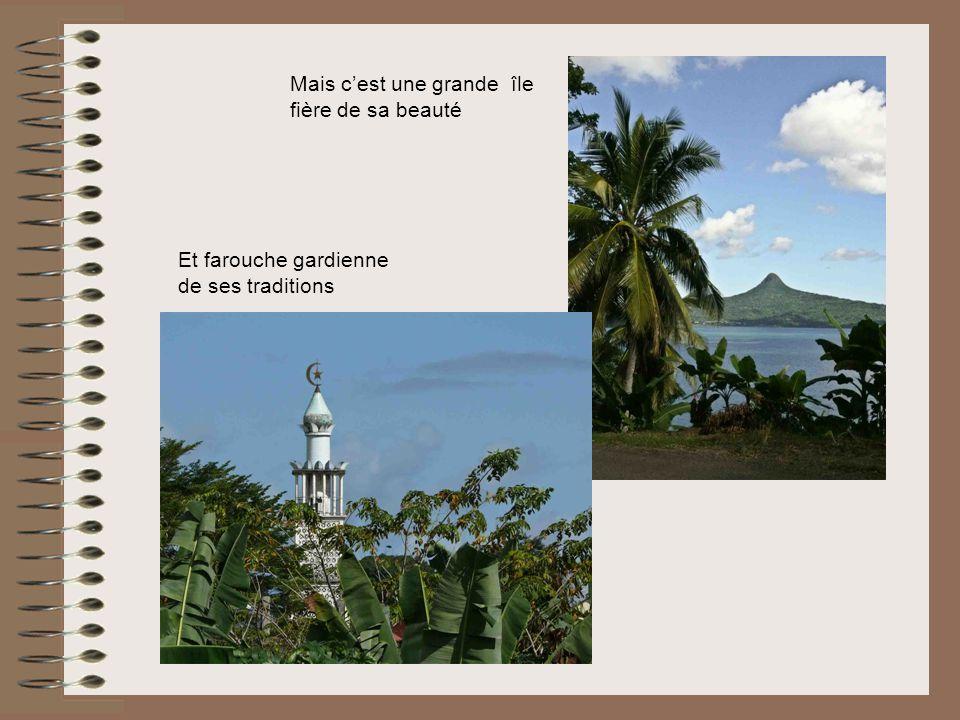 Mais cest une grande île fière de sa beauté Et farouche gardienne de ses traditions