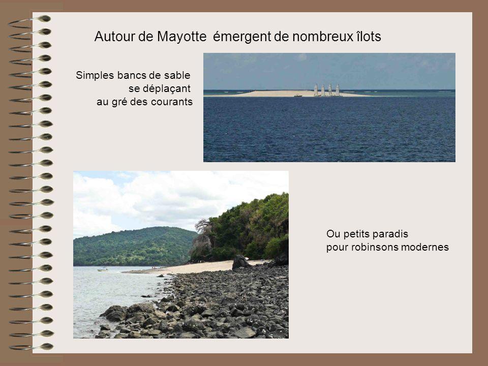 Autour de Mayotte émergent de nombreux îlots Simples bancs de sable se déplaçant au gré des courants Ou petits paradis pour robinsons modernes