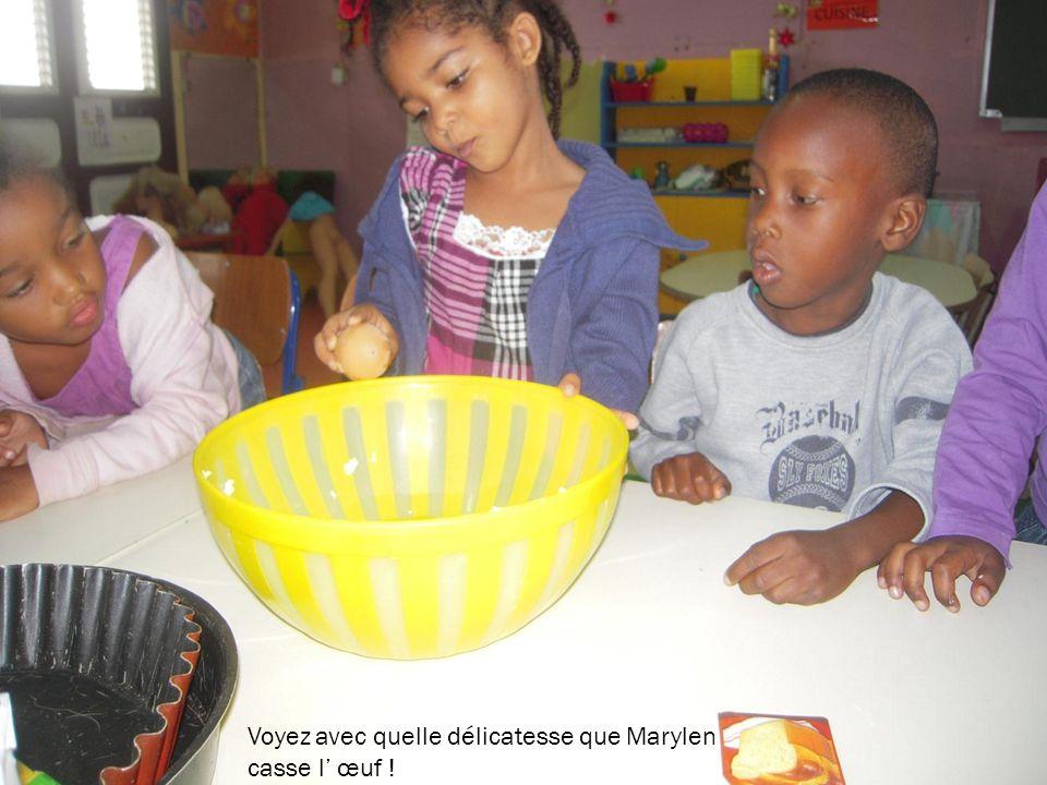 Voyez avec quelle délicatesse que Marylen casse l œuf !