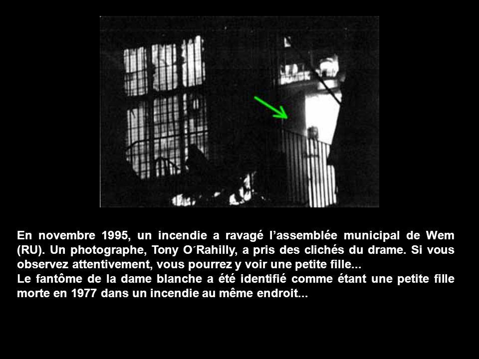 En novembre 1995, un incendie a ravagé lassemblée municipal de Wem (RU).